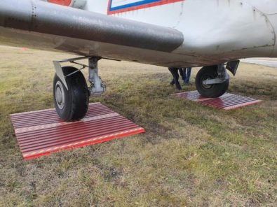 Tapis plaque composite sauvetage avion